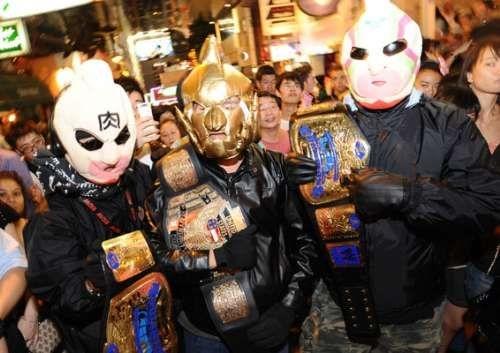 香港三男子戴万圣节鬼面具抢劫便利店