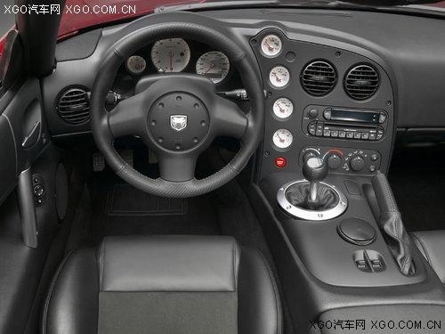 蝰蛇srt10依然搭载8.3升v10发动机,最大   功率   600马力、高清图片