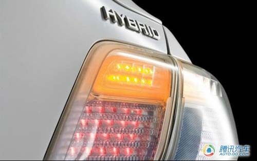 凯美瑞混合动力车型尾部标志高清图片