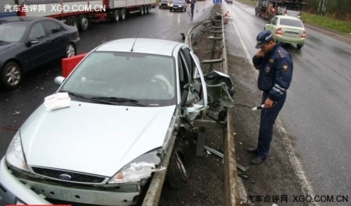 安全驾驶 与你分享驾驶技巧