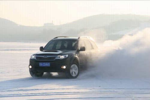 新年降新雪 斯巴鲁在冰雪道路表现优异