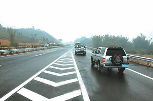 春节回家安全第一 长途驾驶注意事项