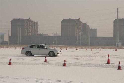 冰雪体验 斯巴鲁举办大型冰雪试驾活动