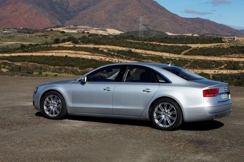 豪华车的准则 海外试驾2011款奥迪A8