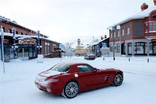 北欧风情 冰雪试驾2011款奔驰sls amg高清图片