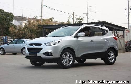 预计售价18万起 北京现代ix35路试谍照