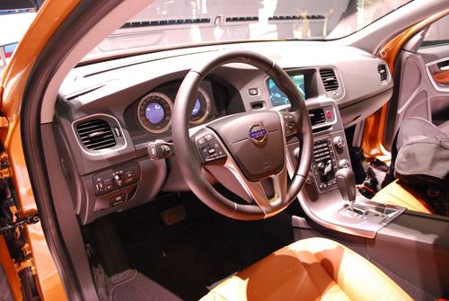 秀身材不用车模 全新沃尔沃S60优雅出镜