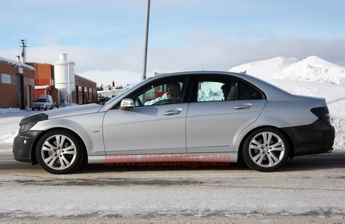 预计年底上市 2011款奔驰C级清晰谍照