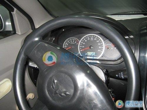 用乐驰1.2L发动机 五菱宏光MPV清晰谍照