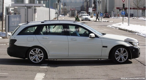 下半年将推出 改款奔驰C级旅行版谍照