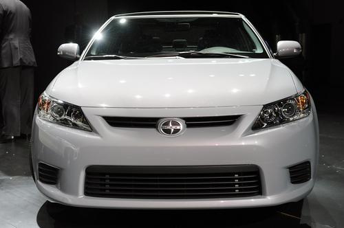 标配全景天窗 2011款丰田Scion tC亮相