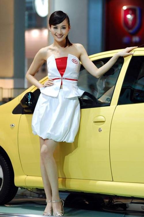 汽车台 汽车台资讯  姓名:王琳娜,本届车模代表  身高: 175cm  体重