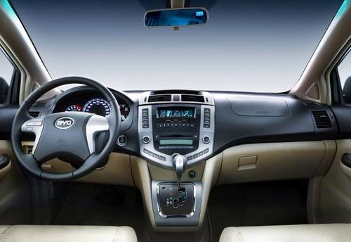 聚焦北京车展SUV 比亚迪S6零距离接触