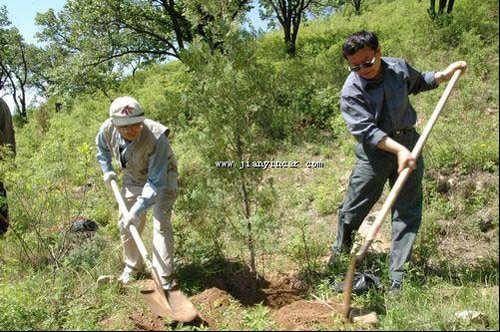 保护自然环境,维护生态平衡和生态系统的可持续