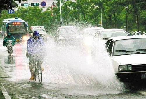 小心谨慎安全第一!夏季雨天行车全攻略