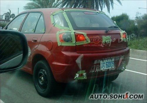 初涉轿车市场 金龙轿车在台路试照曝光