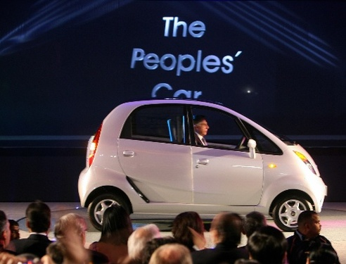 〖印度塔塔出的Nano汽车〗-印度塔塔出最廉价汽车 招环保人士抗议高清图片