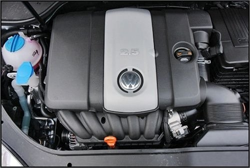 〖速腾旅行车的2.5升发动机〗