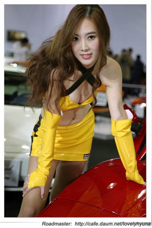 黄衣车模 香车美女