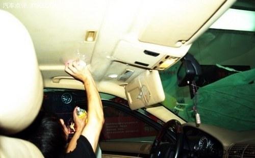 汽车顶棚的清洗是大多数人们容易忽略的一个地方,但由于内顶棚