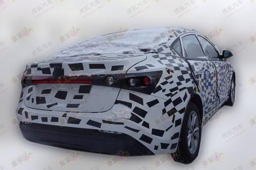 将北京车展发布 上汽MG5三厢版路试谍照