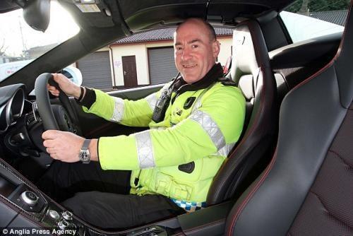 犯罪份子要小心 英国警方配迈凯轮12C