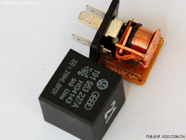 △ 转向灯的继电器和闪光器是目前汽车转向灯的主要配件