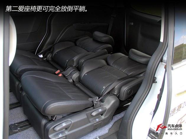 改用扭力梁结构,备胎也被巧妙的放置在前排座椅下方