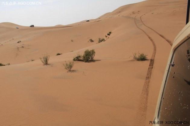 我们开始进入沙漠中心一点的地带图片