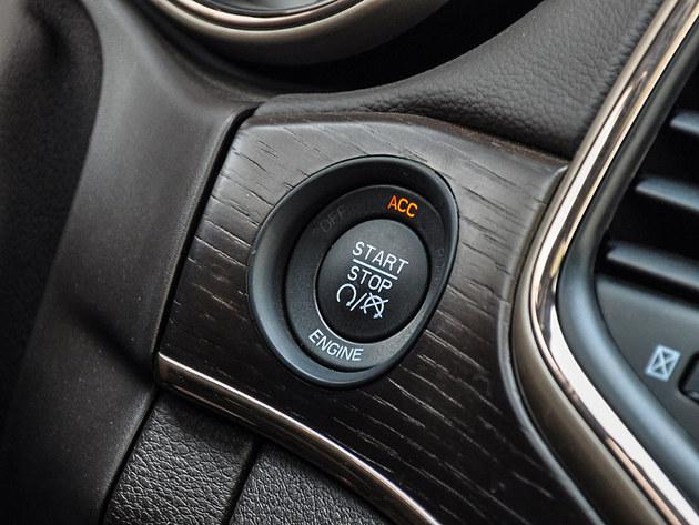 ▲无钥匙进入和启动系统,只有Jeep大切诺基5.7L和途锐3.0T V6豪华