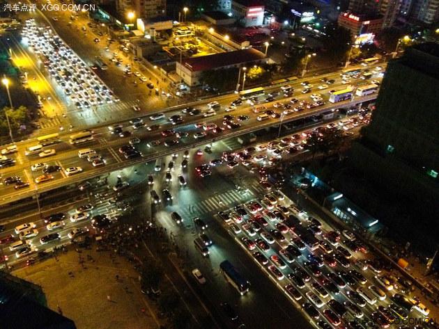 中国机动车驾驶人数量突破3亿 世界第一