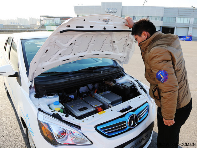 向蔚蓝更进一步 与老车主体验北汽EV200