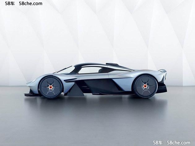 侧面来看,Valkyrie的整体造型与时下部分Hypercar设计非常相似,但半开放式的前后轮造型,以及侧面线条看起来更加复杂。目前阿斯顿・马丁暂未公开这些线条所能够带来的空气动力学效果。值得一提的是,新车还采用了少见的鸥翼门设计。