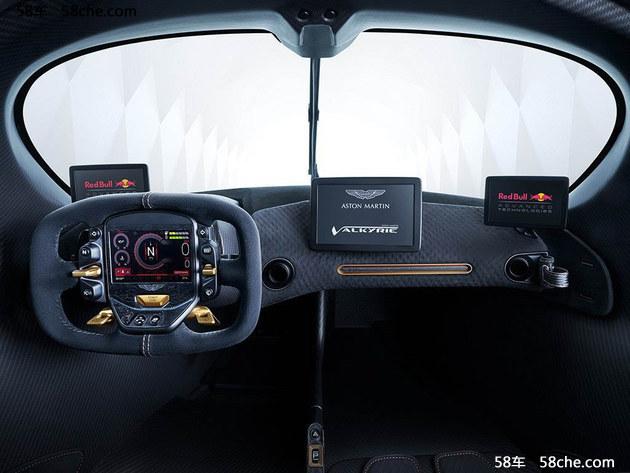 内饰设计上Valkyrie的理念是极简人体工程学,由于采用碳纤维单体壳式车身,我们能够看到车内未加任何修饰的内饰,裸露的碳纤维花纹足够提起驾驶的欲望。此外大部分可操作的物理按键和一块OLED显示屏均被设计在接近矩形的可拆卸方向盘之上,这里负责显示新车的全部车辆信息,以及功能操作。