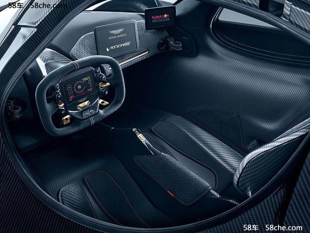 阿斯顿・马丁公布,新车内部空间足够乘坐两名成年人,其中纯碳纤维打造的座椅几乎与车身融为一体(且不能进行调节),但可根据客户的身材进行定制化,坐姿更是接近勒芒赛车的驾驶姿势。