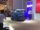 成都车展 众泰T300双色版售5.88-9.38万
