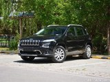 Jeep自由光2.4L专业版上市 售24.98万元