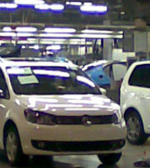 国内同步换代 上海大众新途安车间谍照
