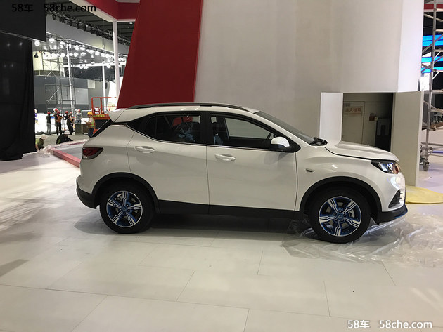 2017广州车展 东南DX3 EV纯电动车型曝光
