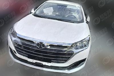 绅宝新款D70低伪装谍照 2018年8月将上市