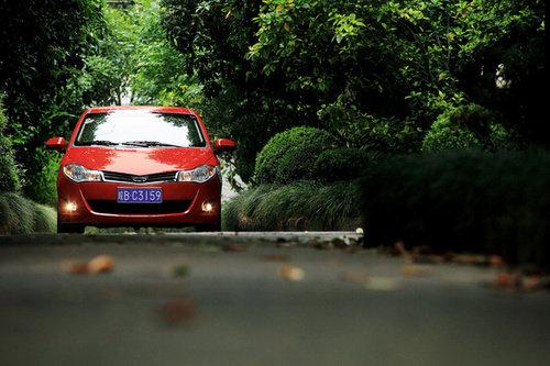 汽车台 汽车台资讯    作为丰富产品线的风云2两厢车型在尾灯的设计上
