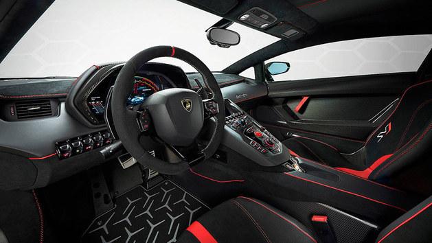 兰博基尼Aventador SVJ 圆石滩车展亮相