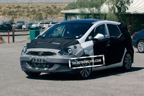 目标福特C-MAX 现代紧凑型MPV谍照亮相