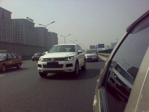 国内即将上市 新途锐混动版北京路试照