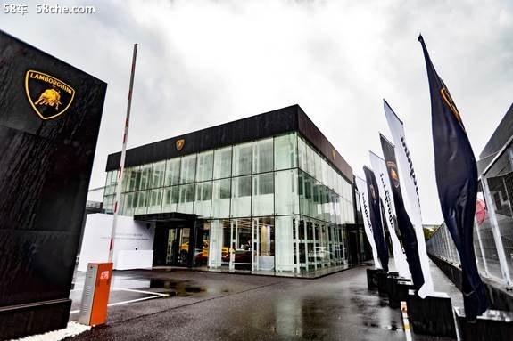 兰博基尼武汉全新展厅开业 接受专访