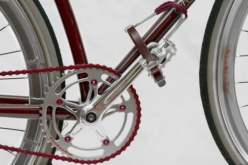 玛莎拉蒂8CTF自行车 在巴黎车展亮相