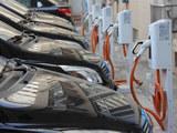 北京最大充电站投用 单日供1300车次充电
