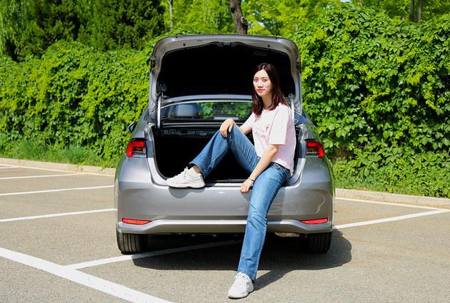 长腿小姐姐体验有型又省心的丰田卡罗拉