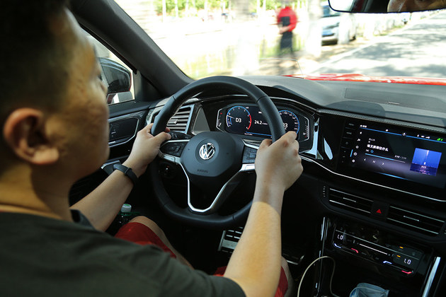 奋斗青年们的新选择 试驾一汽-大众探岳X