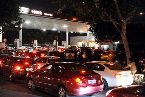 涨与不涨面临两难 成品油逼近调价窗口